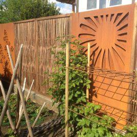 Haselnusszaun CIRCO Komfort – Flechtzaun mit Holzrahmen